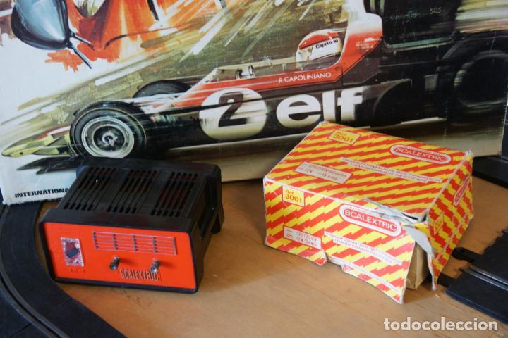 Scalextric: Scalextric GP-16. 3 coches + 2 mandos + 17 pistas + fuente de alimentación + caja bien conservada. - Foto 6 - 230688090