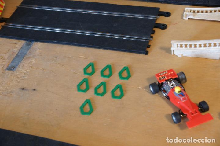 Scalextric: Scalextric GP-16. 3 coches + 2 mandos + 17 pistas + fuente de alimentación + caja bien conservada. - Foto 7 - 230688090