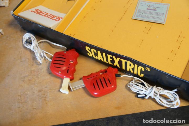 Scalextric: Scalextric GP-16. 3 coches + 2 mandos + 17 pistas + fuente de alimentación + caja bien conservada. - Foto 15 - 230688090