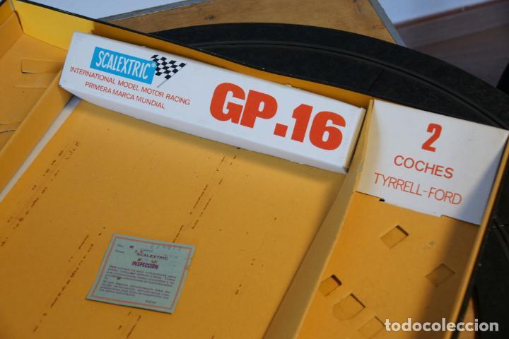 Scalextric: Scalextric GP-16. 3 coches + 2 mandos + 17 pistas + fuente de alimentación + caja bien conservada. - Foto 16 - 230688090