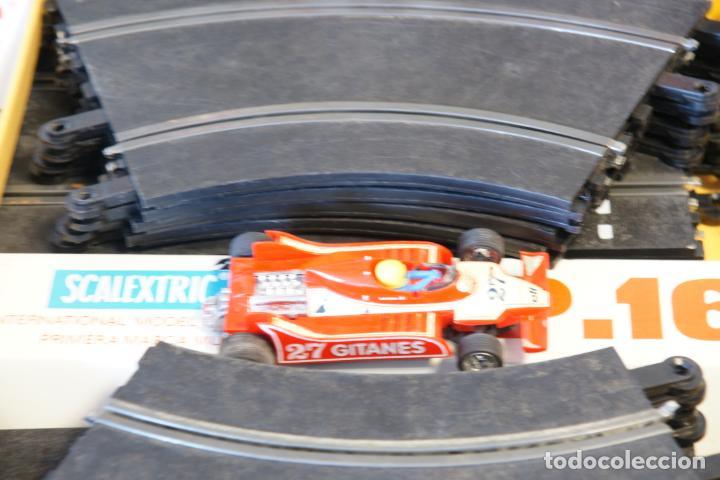 Scalextric: Scalextric GP-16. 3 coches + 2 mandos + 17 pistas + fuente de alimentación + caja bien conservada. - Foto 19 - 230688090