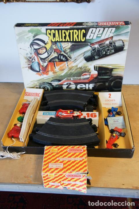 SCALEXTRIC GP-16. 3 COCHES + 2 MANDOS + 17 PISTAS + FUENTE DE ALIMENTACIÓN + CAJA BIEN CONSERVADA. (Juguetes - Slot Cars - Scalextric Exin)