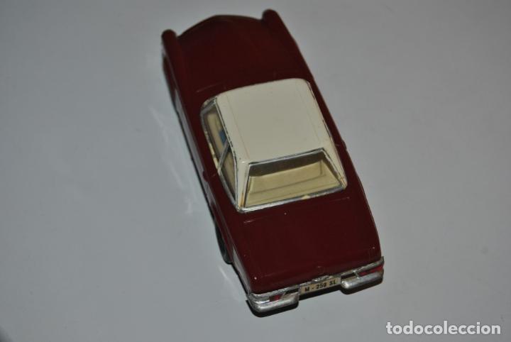 Scalextric: MERCEDES 250 SL SCALEXTRIC REF C 32 EXIN MADE IN SPAIN CAPOTA BLANCA - Foto 4 - 232810675
