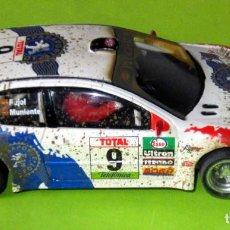 Scalextric: PEUGEOT 206 WRC EFECTO BARRO, CON LUCES Y TRACCION 4 RUEDAS EN MUY BUEN ESTADO. Lote 260040405