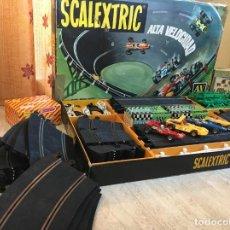 Scalextric: CIRCUITO SCALEXTRIC A.V. 70 CON AMPLIACIÓN Y 4 COCHES. Lote 278697088