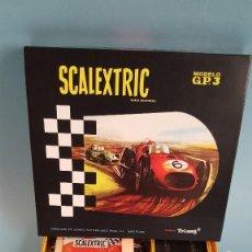 Scalextric: SCALEXTRIC G.P. 3 EN MINIATURA ESCALA 1/3 FERRARIS VERDE Y AMARILLO DOBLE GUIA. Lote 296608153
