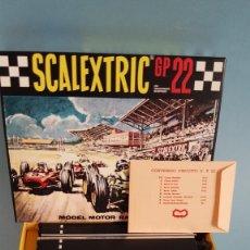 Scalextric: SCALEXTRIC GP 22 EN MINIATURA ESCALA 1/3 FERRARIS VERDE Y AMARILLO. Lote 296608443