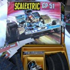 Scalextric: ANTIGUO JUEGO SCALEXTRIC GP-51 - PISTAS RECTAS, CURVAS, MANDOS, VALLAS Y OTROS....CON CAJAS INTERIOR. Lote 44675678