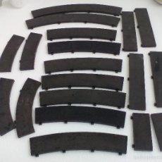 Scalextric: SCALEXTRIC TRAMOS DE BORDE EXTERIOR PARA CURVA Y RECTA. REF. T 41, T-45, T-46, T-39 Y T-40. NEGRO.. Lote 55321413