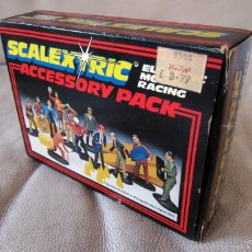 Scalextric: SCALEXTRIC INGLES - PACK ACCESORIOS Y 12 FIGURAS C706 - SIN PINTAR. Lote 57532212
