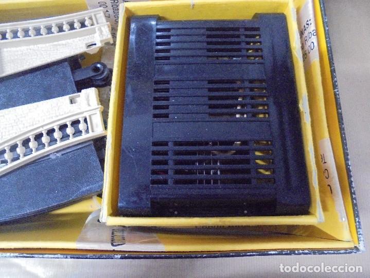 Scalextric: CAJA DE SCALEXTRIC GP-26 CON ALGUNAS PIEZAS. LAS DE LA FOTOS. VER - Foto 4 - 103919855