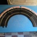 Scalextric: SCALEXTRIC ,LOTE DE CURVA COMPLETA CON BORDE EXTERIOR Y VALLAS(MADE IN SPAIN). Lote 144614068