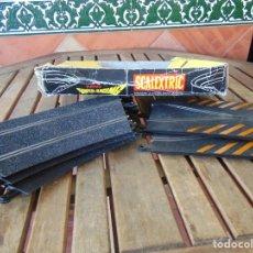 Scalextric: 3 CURVAS SUPER RACING Y 2 CRUCES CAMBIO DE VIA DE SCALEXTRIC EN CAJA INCOMPLETA. Lote 189151912