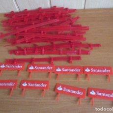 Scalextric: SCALEXTRIC: LOTE DE 22 VALLAS PROTECTORAS Y 8 PANELES DE PUBLICIDAD DEL SANTANDER. Lote 194132186