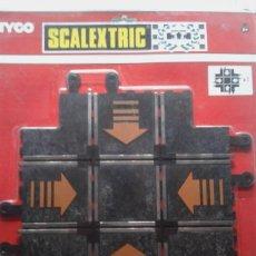 Scalextric: TRAMO CRUCE DE PISTAS SCALEXTRIC - REF. PT/83 SCX - 24 CM X 24 CM NUEVA. Lote 200398741