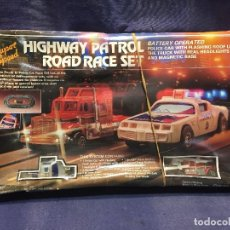 Scalextric: CIRCUITO HIGHWAY PATROL ROAD RACE SET COCHE POLICIA CAMION SUPER SPEED 1982 BATTERY OPERATED. Lote 202252665