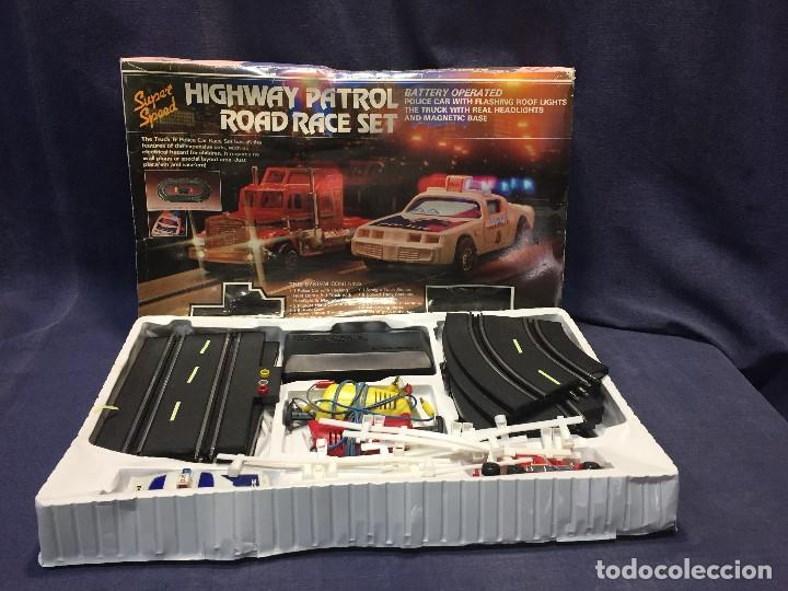Scalextric: CIRCUITO HIGHWAY PATROL ROAD RACE SET COCHE POLICIA CAMION SUPER SPEED 1982 BATTERY OPERATED - Foto 31 - 202252665