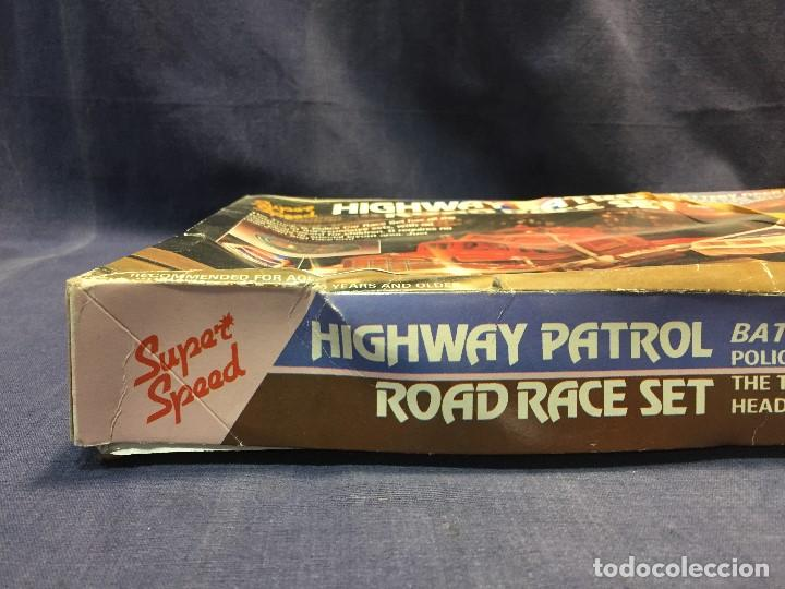 Scalextric: CIRCUITO HIGHWAY PATROL ROAD RACE SET COCHE POLICIA CAMION SUPER SPEED 1982 BATTERY OPERATED - Foto 38 - 202252665