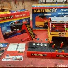 Scalextric: SCALEXTRIC, TRIBUNA, 12 FIGURAS Y SEMÁFORO. LOTE.. Lote 231503600