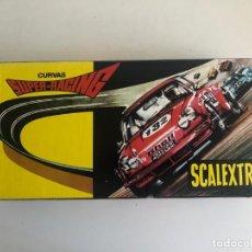 Scalextric: NUEVO LISTING. SET DE DOS CAJAS ORIGINALES CURVAS SUPER RACING. SCALEXTRIC. CON PERALTES. PERFECTAS.. Lote 269173033