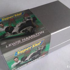 Scalextric: SUPERSLOT SCALEXTRIC INGLÉS UK MERCEDES AMG F1 LEWIS HAMILTON CAMPEÓN MUNDIAL 2014.NUEVO. Lote 128385587