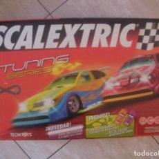 Scalextric: GRAN CIRCUITO SCALEXTRIC TUNING SERIES C2 NUEVO CON CUATRO COCHES EFECTO NEON Y PERLA . Lote 96919879