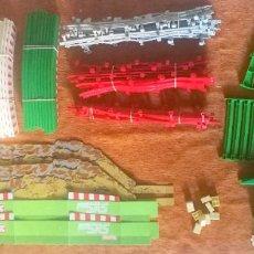 Scalextric: LOTE SCALEXTRIC TECNITOYS - 50 VALLAS - 2 PUENTES - CUÑAS - ELEVADORES - 32 PERALTES - MUY BUENOS. Lote 218846652