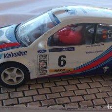 Scalextric: SCALEXTRIC FORD FOCUS WRC CARLOS SAINZ Y LUIS MOYA CON FARERAS. Lote 276083358