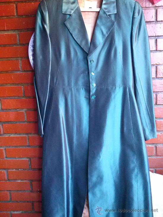 Segunda Mano: Conjunto de fiesta.Abrigo y pantalón;verde botella brillante,forro de raso.Talla 38. - Foto 2 - 33976056