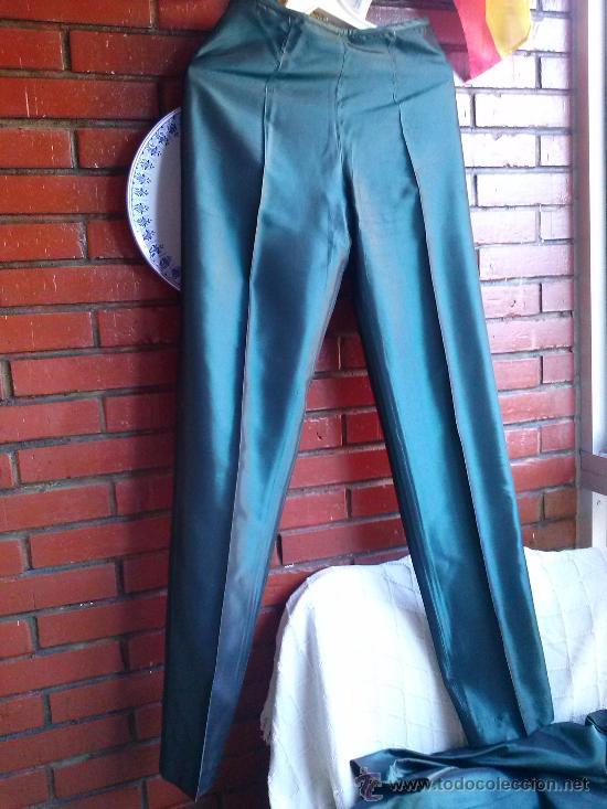 Segunda Mano: Conjunto de fiesta.Abrigo y pantalón;verde botella brillante,forro de raso.Talla 38. - Foto 10 - 33976056