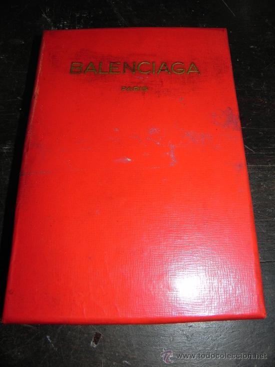 ANTIGUA CAJA DE BALENCIAGA, PARIS, MIDE 19,5 X 13,5 X 3 CMS. POSIBLEMENTE PARA UNOS PAÑUELOS, GUANTE (Segunda Mano - Ropa y Complementos)