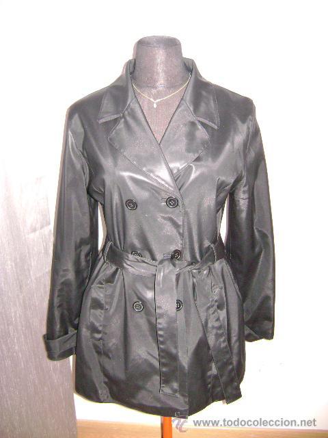 Gabardina Formula Joven. Talla L. Color negro., usado segunda mano