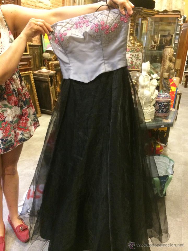 d9f0f0963a Imponente vestido de fiesta con cuerpo bordado