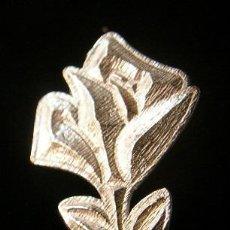 Segunda Mano: PIN ROSA EN PLATA DE LEY - 22X30MM. Lote 50554575