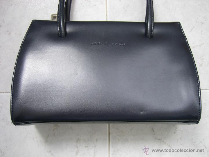 Segunda Mano: Bolso de señora en piel azul marino.Medidas 25x15 cm. Marca aidaro - Foto 2 - 48865127