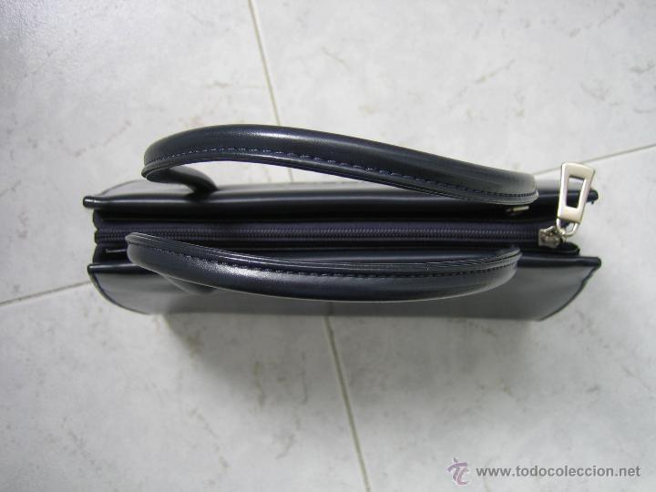 Segunda Mano: Bolso de señora en piel azul marino.Medidas 25x15 cm. Marca aidaro - Foto 4 - 48865127