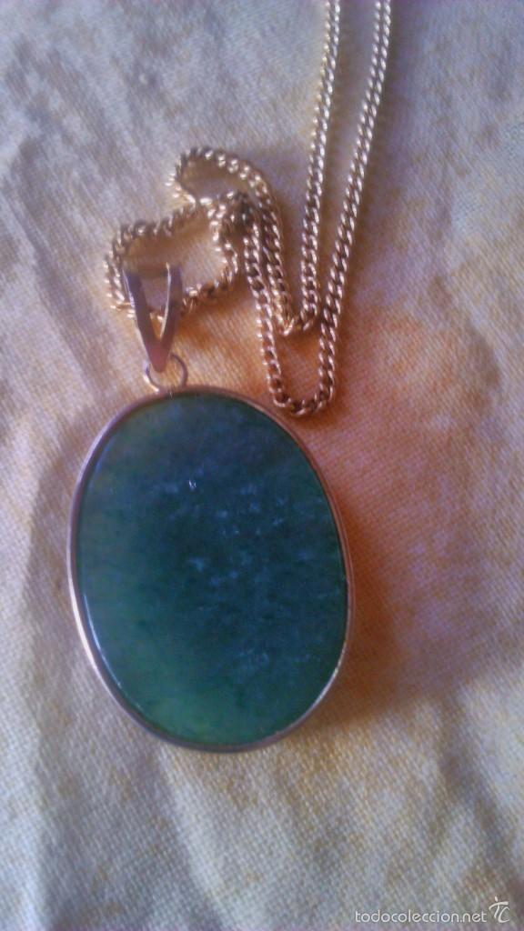 Segunda Mano: Precioso medallon de jade con letras chinas,engarzada en metal bañado en oro,con cadena baño de oro - Foto 3 - 56524383
