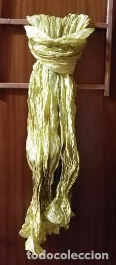 Segunda Mano: F 4 Foulard / Echarpe, amarillos / pistachos / dorados - Tela rugosa - 190cm x 60/65cm - Foto 2 - 82166396