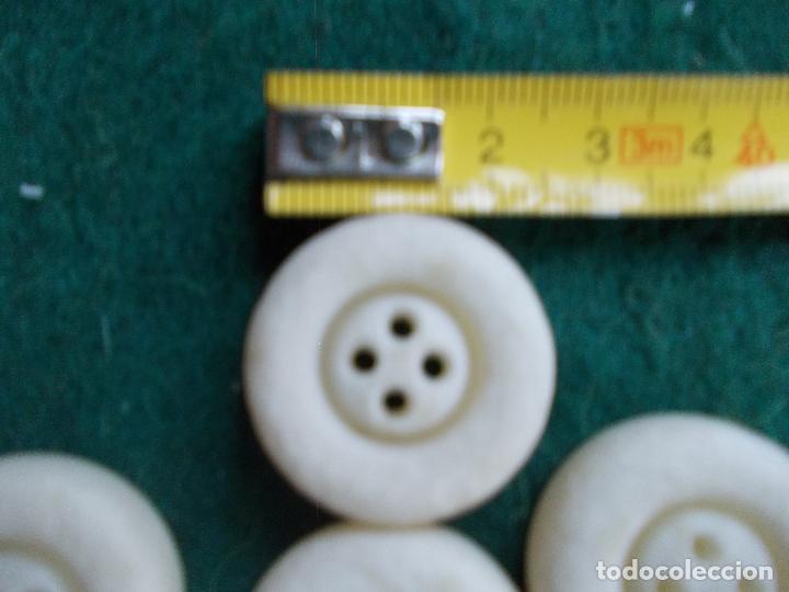 Segunda Mano: Lote de botones de diseño - Foto 2 - 94096870