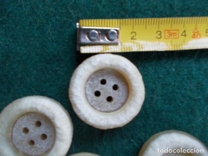 Segunda Mano: Lote de botones de diseño - Foto 2 - 94096970