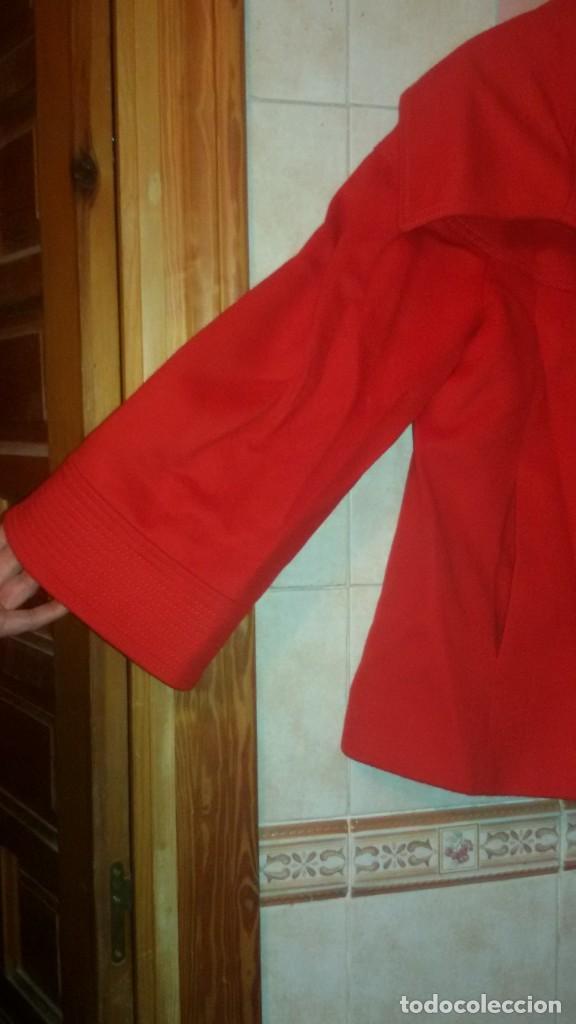Segunda Mano: Abrigo rojo de señora tipo capa con manga francesa.zara woman made in spain,talla l - Foto 2 - 109405067