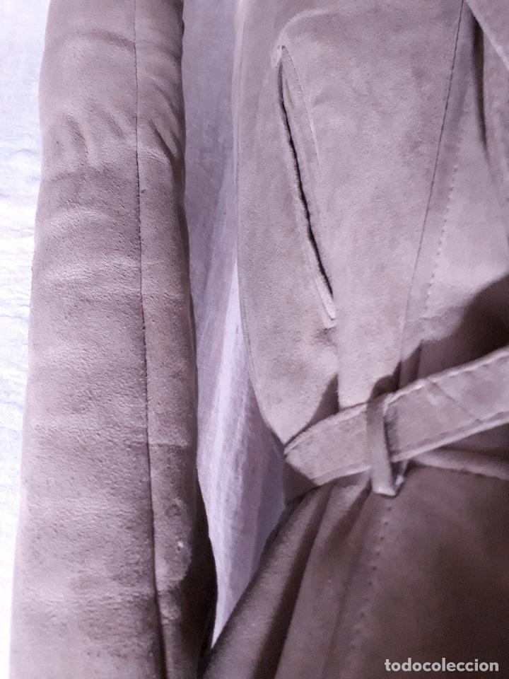 Segunda Mano: CHAQUETÓN TRES CUARTOS PIEL VUELTA BEIGE GRISÁCEO CON CUELLO PIEL - Foto 3 - 112052807