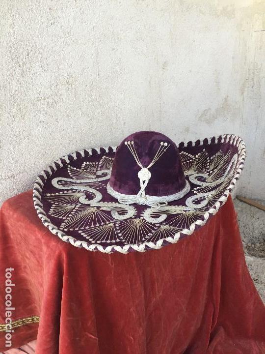 Segunda Mano: SOMBRERO CHARRO MEXICO MEJICO MEJICANO FIELTRO MORADO LENTEJUELAS HILO PLATA PIGALLE XXXXX 59X20CMS - Foto 7 - 131043288
