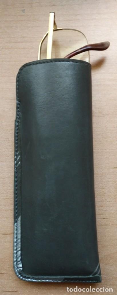 Segunda Mano: Funda gafas / lentes polipiel gris con adornos plateados - SOLE MAZA Lleida - Coleccionismo - Foto 2 - 133750698