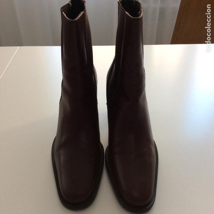 Segunda Mano: Botines de piel marrón Número 37 - Foto 2 - 138968078