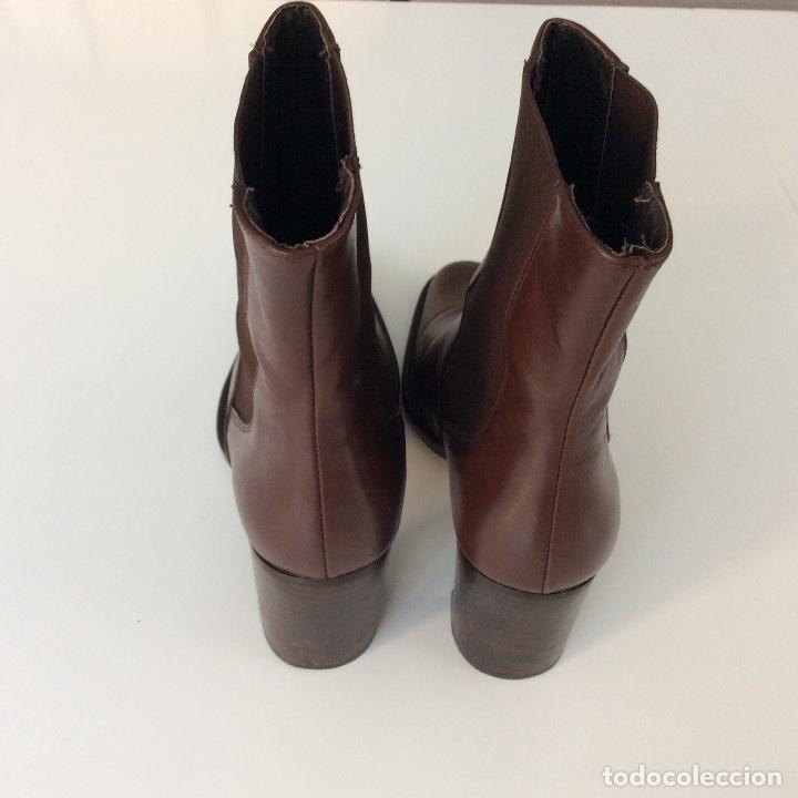 Segunda Mano: Botines de piel marrón Número 37 - Foto 3 - 138968078