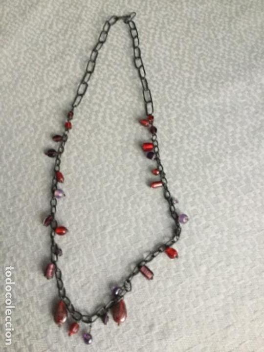 Segunda Mano: Collar de anillas negras y piedras en diferentes tonos, está nuevo. - Foto 2 - 140567646