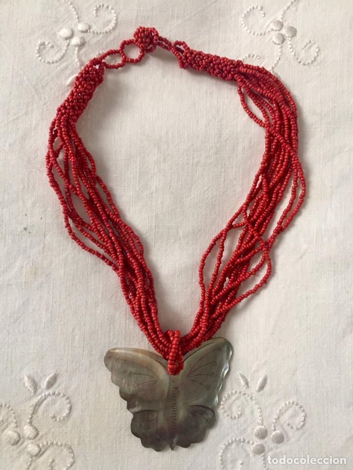 Segunda Mano: Collar mostacillas rojas y mariposa de nacar - Foto 2 - 150570033