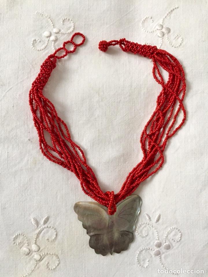 Segunda Mano: Collar mostacillas rojas y mariposa de nacar - Foto 4 - 150570033