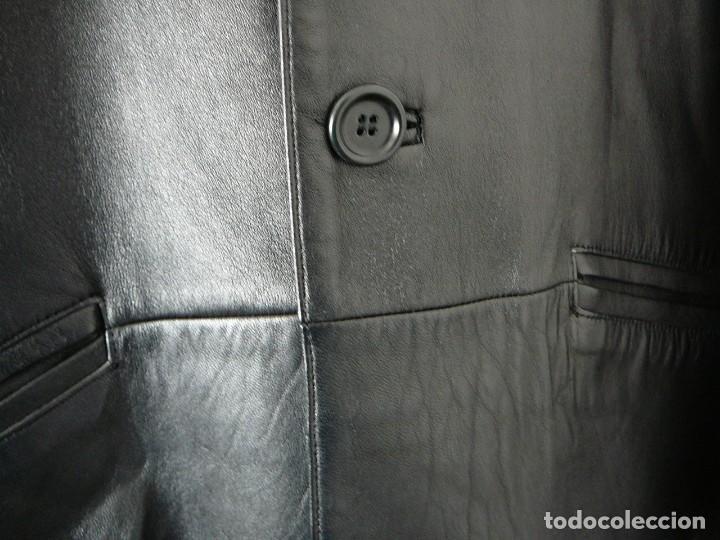 Segunda Mano: Cazadora de cuero negro Abrigo tres cuartos Cortefiel. 48 Talla M. Piel Ovino - Foto 3 - 156745030